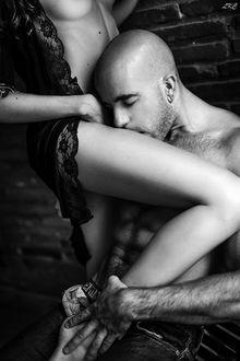 Фото Парень целует девушку в ножку, by LKC Laurent KC