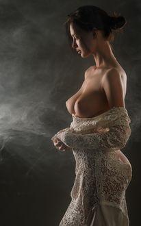 Фото Девушка с обнаженной грудью в профиль. Фотограф Сергей Сорокин