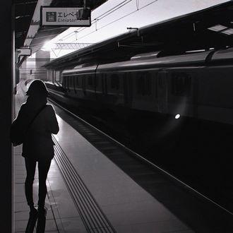 Фото Девушка стоит на перроне, by Kuvshinov Ilya