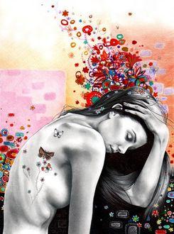 Фото Девушка держит руку на голове, над которой нарисованы цветы, художник Kate Powell