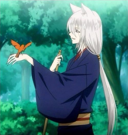Фото Томое / Tomoe с птичкой на руке из аниме Очень приятно, Бог / Kamisama Hajimemashita