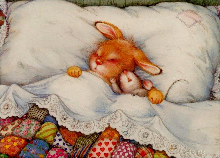 Фото Милые зайчонок и мышонок спят в кроватке под разноцветным одеялом