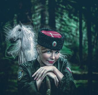 Фото На фоне белого коня и леса, девушка в казачьей форме