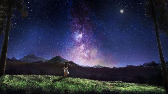 Фото Девушка стоит на фоне ночного неба с полной луной и смотрит на млечный путь