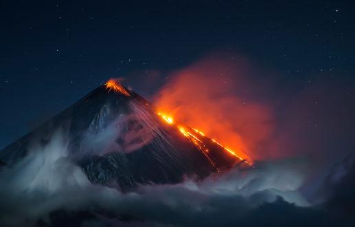 Фото Красочное извержение вулкана Ключевской / Klyuchevskaya