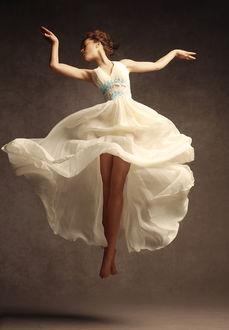 Фото Девушка в белом платье в танце, фотограф Кристина Закржевская