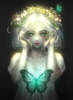 Фото Белокурая фея в венке из белых цветов со светящимися изумрудно-зелеными бабочками / Fairy by Shal. E (© zmeiy), добавлено: 21.04.2017 12:03