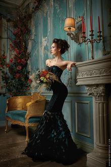 Фото Девушка в черном платье с букетом цветов стоит у стены, by annieparfi (© zmeiy), добавлено: 21.04.2017 13:41