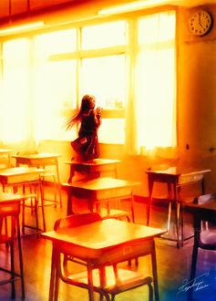 Фото Девочка в школьной форме стоит у окна