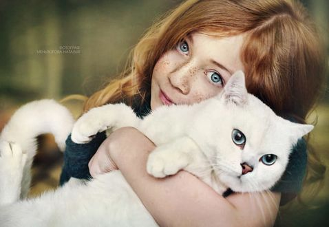 Фото Девочка обнимает своего кота, by Natalia Mentugova