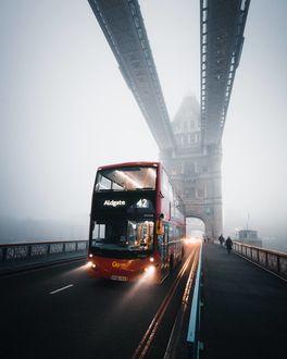 Фото Двухэтажный автобус на мосту, Лондон