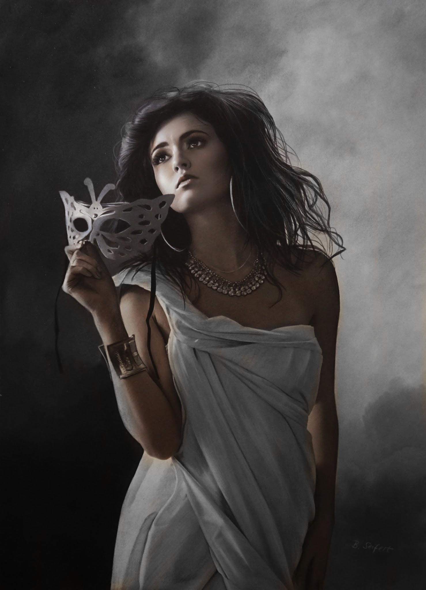Фото Грустная темноволосая девушка с маской в руке и с украшениями, by Brita Seifert