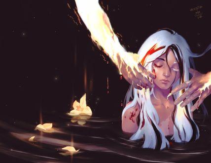 Фото Руки прикасаются к девушке, которая находится в воде, by E-X-P-I-E