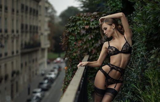 Фото Девушка в нижнем белье стоит на балконе, фотограф Kristina Kazarina