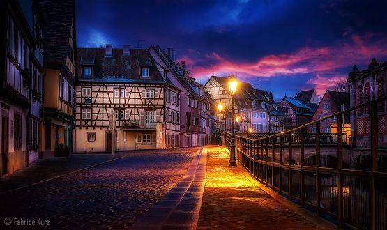 Фото Ночной город под облачным небом, фотограф Fabrice Kurz