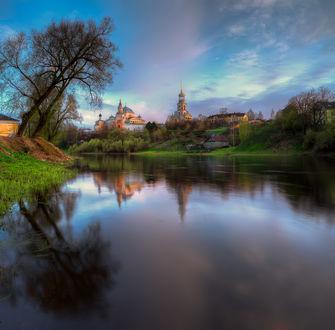 Фото Отражение храма и неба в реке