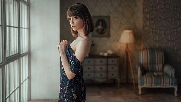 Фото Девушка стоит у окна, фотограф Георгий Чернядьев