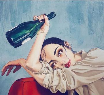 Фото Девушка с бутылкой в руке, by Harumi hironaka