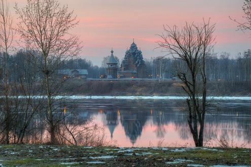 Фото Вид на Покровскую церковь с левого берега реки Нева, фотограф Сергей Гармашов