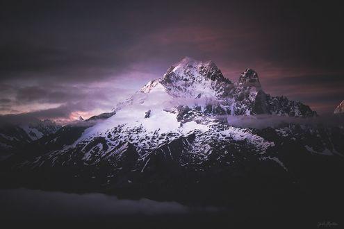 Фото Заснеженная вершина на фоне вечернего неба, by GaГ«l Martin