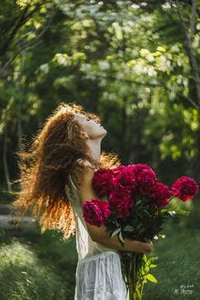Фото Девушка с букетом пионов. Фотограф Ульяна Мизинова