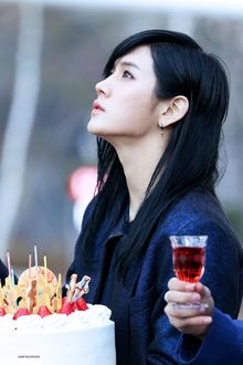 Фото Ren / Рен загадывает желание перед тортом из группы NUEST (New East), South Korea / Южная Корея