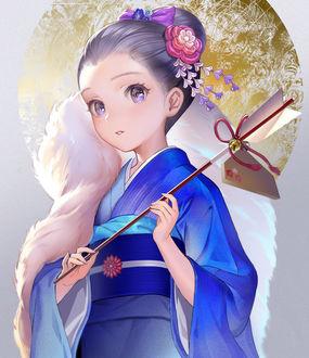 Фото Девочка в голубом кимоно с цветами в волосах держит стрелу в руках