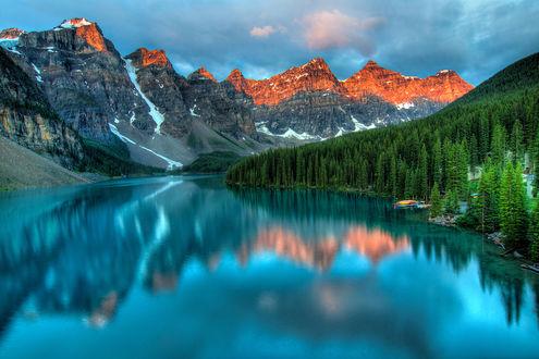 Фото Ледниковое озеро Морейн в Национальном парке Банф