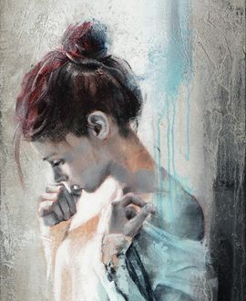 Фото Грустная девушка с опущенной головой держит руку у губ, by Pier Toffoletti