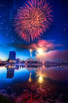 Фото Праздничный салют над городом, фотограф Miroslav Petrasko