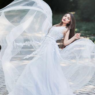 Фото Девушка в белом платье, фотограф Jovana Rikalo (© zmeiy), добавлено: 25.05.2017 18:56