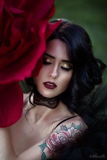 Фото Девушка с бордовой розой, фотограф Нуруллаева Яночка
