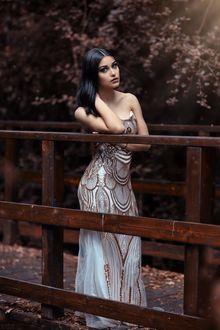 Фото Девушка стоит на мостике, фотограф Alessandro Di Cicco