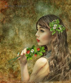 Фото Портрет девушки с клубникой в руке и цветком в волосах на гранжевом фоне