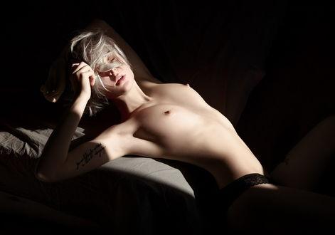 Фото Модель Настя Польна с закрытыми глазами