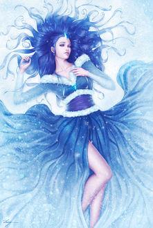 Фото Девушка с синими волосами и голубыми кристаллами в длинном платье лежит на снегу, by Zarory