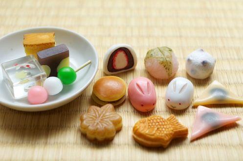 Фото Традиционные японские сладости вагаси / wagashi различных видов