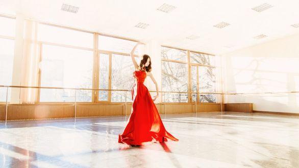 Фото Балерина Станислава Постнова в танцевальном зале, фотограф Octavia Kolt