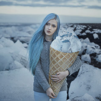 Фото Девушка с огромным рожком мороженого в руках, by AnitaAnti