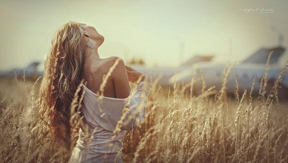 Фото Девушка стоит в поле, фотограф Irina Dzhul