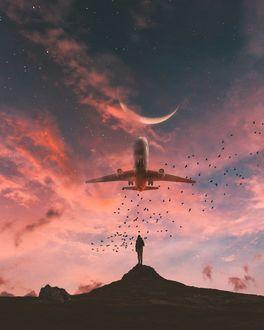 Фото Парень смотрит на самолет в вечернем небе