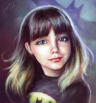 Фото Милая синеглазая девочка, за спиной которой знак Бэтмена, by kroriki