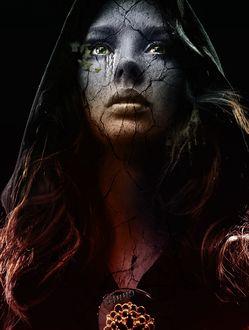 Фото Девушка с окаменевшим лицом