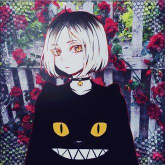 Фото Кэнма Козумэ / Kenma Kozume из манги Волейбол! / Haikyuu! в черной кофте с ушками и мордочкой скалящегося котика с желтыми глазами, в ошейнике с шипами и колокольчиком, на фоне обвитого красными розами забора