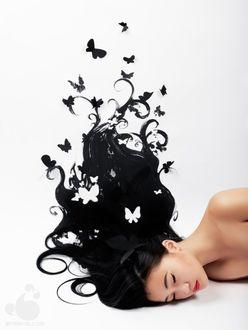 Фото Спящая девушка с бабочками, слетающими с ее волос, by Olga Zavershinskaya