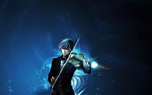 Фото Парень играет на скрипке на синем фоне