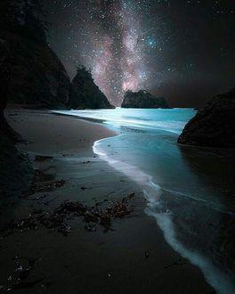 Фото Берег моря под красивым звездным небом, фотограф Jesse Morrison