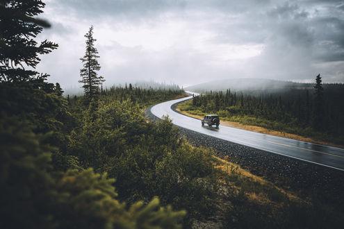 Фото Авто едет по дороге к Alaska / Аляске, Johannes HГ¶hn