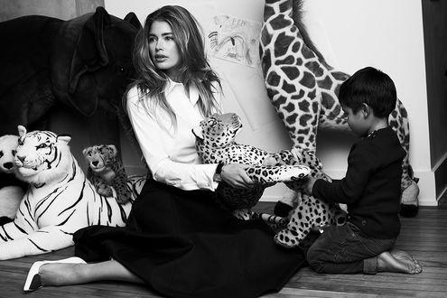 Фото Нидерландская супермодель Doutzen Kroes / Даутзен Крос и ее сын, фотограф Paul Bellaart
