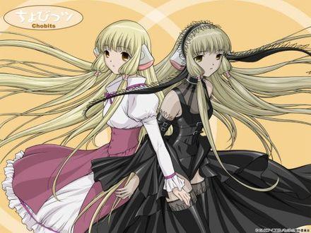 Фото Персонажи аниме чобиты / chobits чии / chii и эльда / elda держаться за руки на желтом фоне с надписями